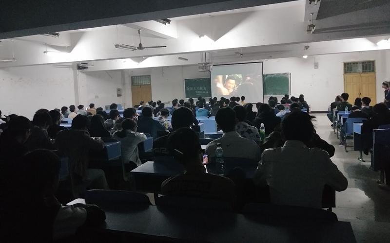 机电系组织学生观看爱国主义电影