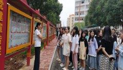 【五年制大专部】学生参观文化长廊