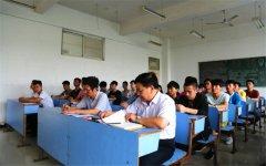 江西科技职业学院党政班子成员分别走进主题班会与学生话成长